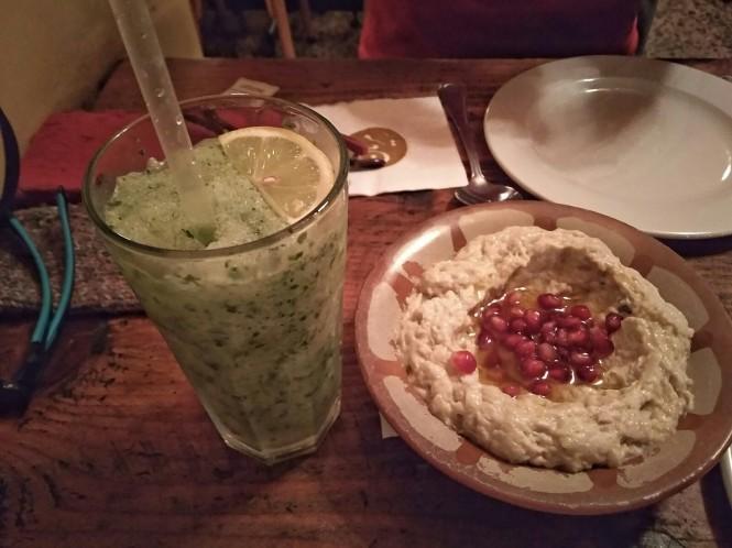 2018-12-libano-comida-mezyan-mtbbal-betenjan-limonada-menta.jpeg