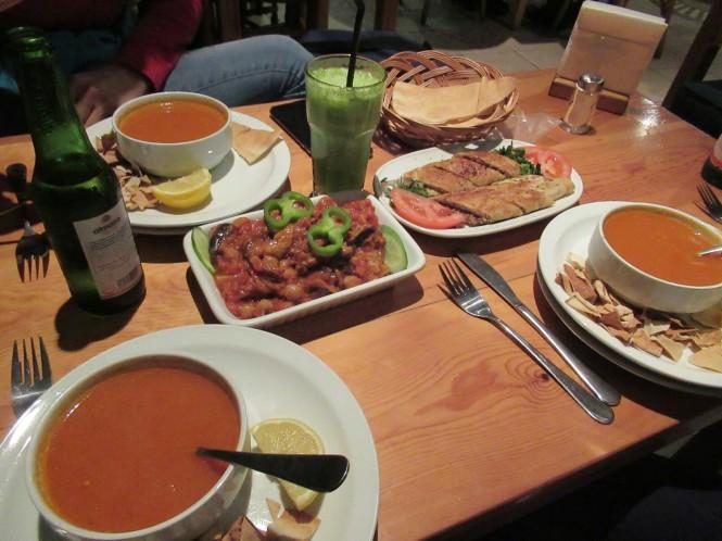 2018-12-libano-comida-t-marbouta-musaqa-mousakhan-pollo-sopa-tomate.jpeg
