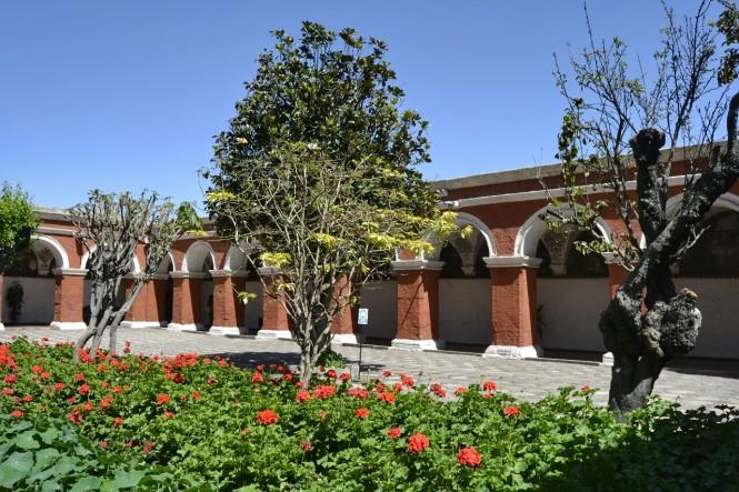 2019-08-peru-arequipa-convento-santa-catalina-16-claustro-mayor.jpeg