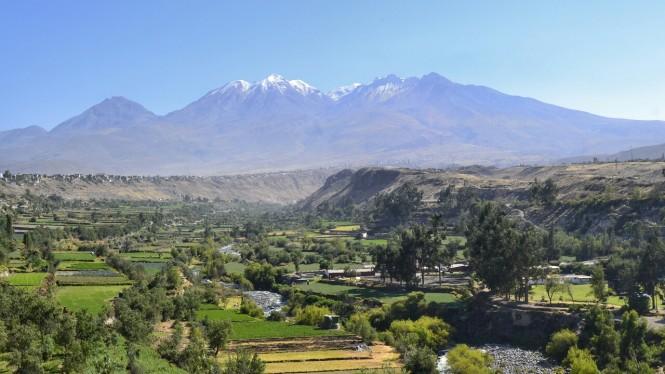 2019-08-peru-arequipa-mirador-carmen-alto-1-volcan-chachani