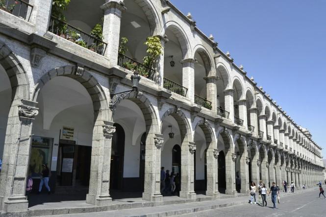 2019-08-peru-arequipa-plaza-mayor-2.jpeg