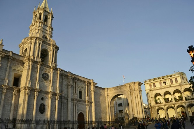 2019-08-peru-arequipa-plaza-mayor-5-catedral