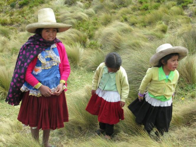 2019-08-peru-cajamarca-cumbe-mayo-10-cholitas.jpeg