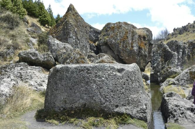 2019-08-peru-cajamarca-cumbe-mayo-21-piedra-sacrificio