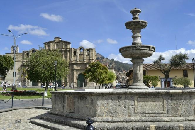2019-08-peru-cajamarca-plaza-de-armas-1.jpeg