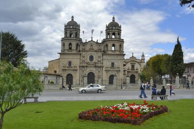 2019-08-peru-cajamarca-plaza-de-armas-5-iglesia-san-francisco