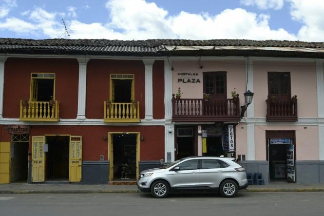 2019-08-peru-cajamarca-plaza-de-armas-9.jpeg