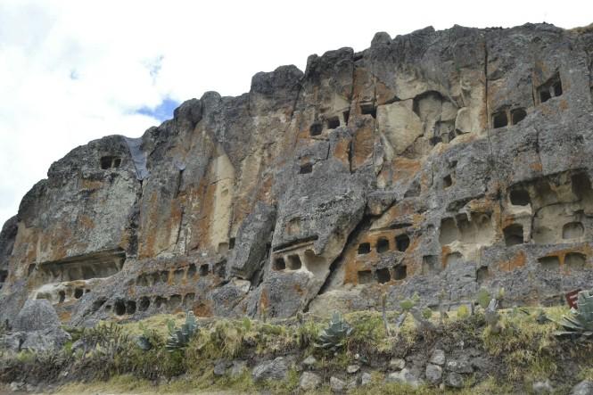 2019-08-peru-cajamarca-ventanillas-otuzco-01-necropolis