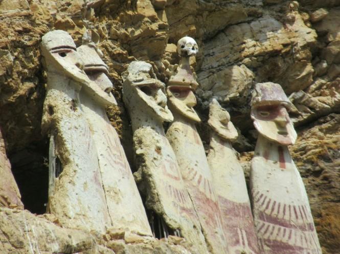 2019-08-peru-chachapoyas-karajia-08-sarcofagos