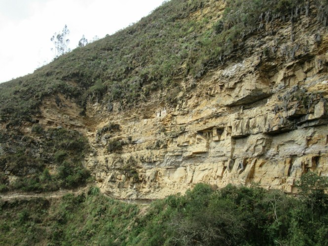 2019-08-peru-chachapoyas-karajia-09-sarcofagos