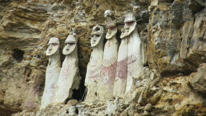 2019-08-peru-chachapoyas-karajia-10-sarcofagos