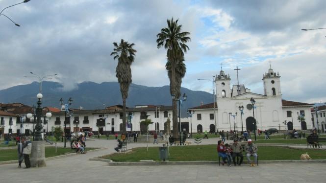 2019-08-peru-chachapoyas-plaza-de-armas-1
