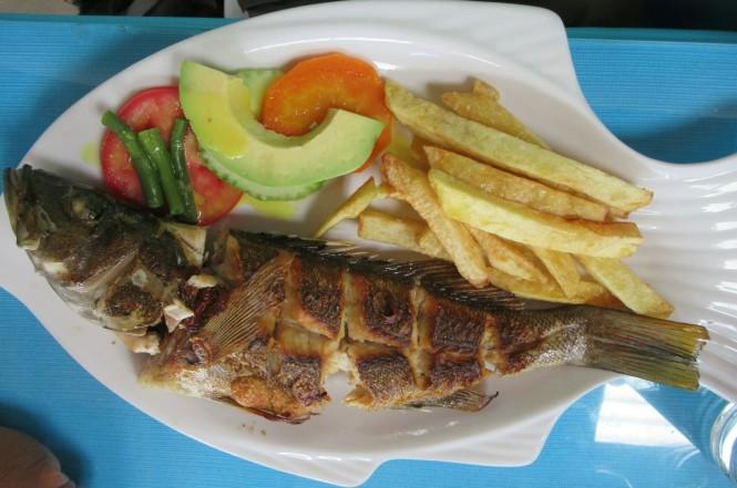 2019-08-peru-paracas-lagunillas-restaurante-el-che-3-cabrillo