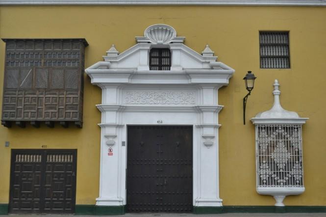 2019-08-peru-trujillo-plaza-de-armas-10-casa-bracamonte.jpeg