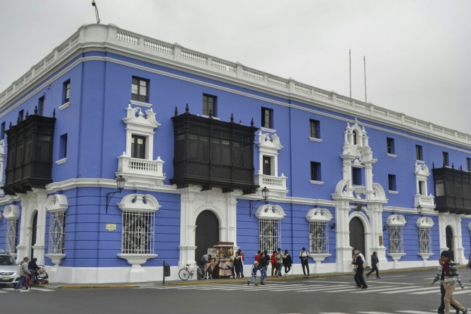 2019-08-peru-trujillo-plaza-de-armas-11-beneficiencia-publica