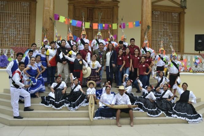 2019-08-peru-trujillo-plaza-de-armas-22-casa-identidad-regional.jpeg