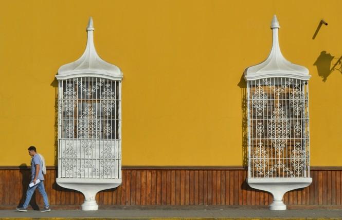 2019-08-peru-trujillo-plaza-de-armas-27-balcones.jpeg