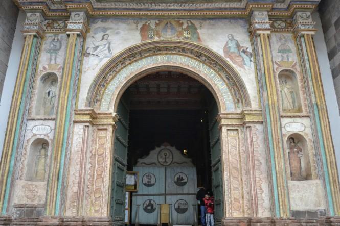 2019-09-cusco-sur-Andahuaylillas-3-templo-san-pedro-apostol.jpeg