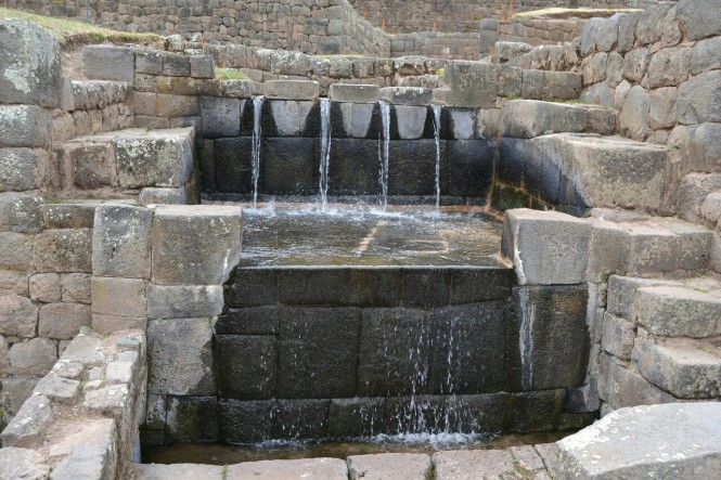 2019-09-cusco-sur-tipon-07-fuente-ceremonial