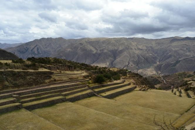 2019-09-cusco-sur-tipon-10-intiwatana-subida
