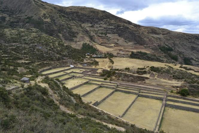 2019-09-cusco-sur-tipon-11-intiwatana-subida