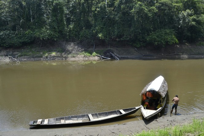 2019-09-iquitos-pacaya-samiria-38-preparando-bote