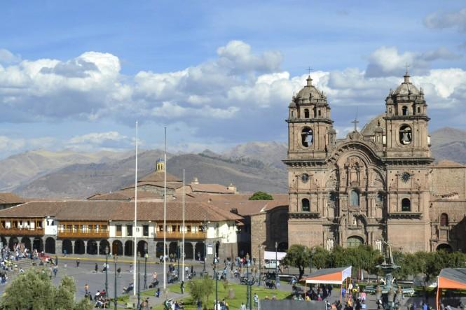 2019-09-peru-cusco-05-plaza-de-armas-iglesia-compania-jesus