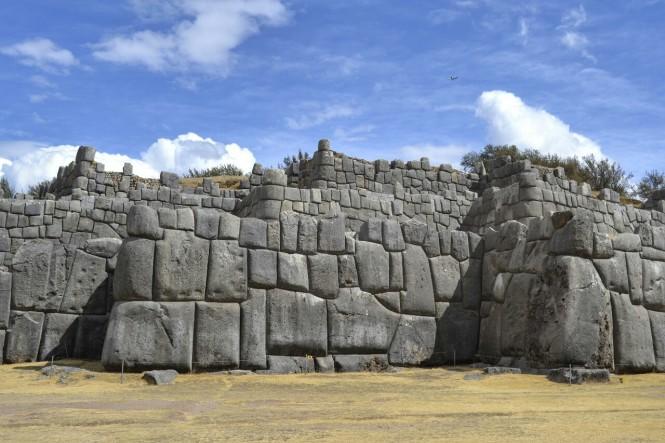 2019-09-peru-cusco-ruinas-saqsaywaman-02-murallas.jpeg