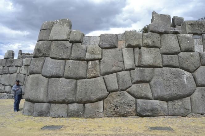 2019-09-peru-cusco-ruinas-saqsaywaman-05-murallas-serpiente