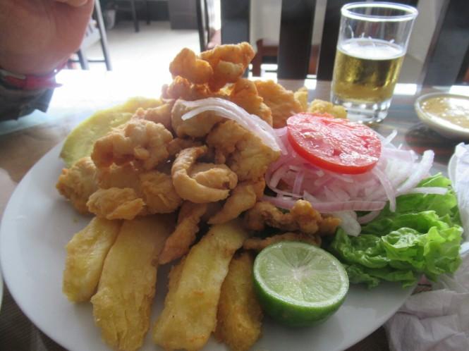 2019-09-peru-gastronomia-huanchaco-el-caribe-chicharron-ojo-de-uva