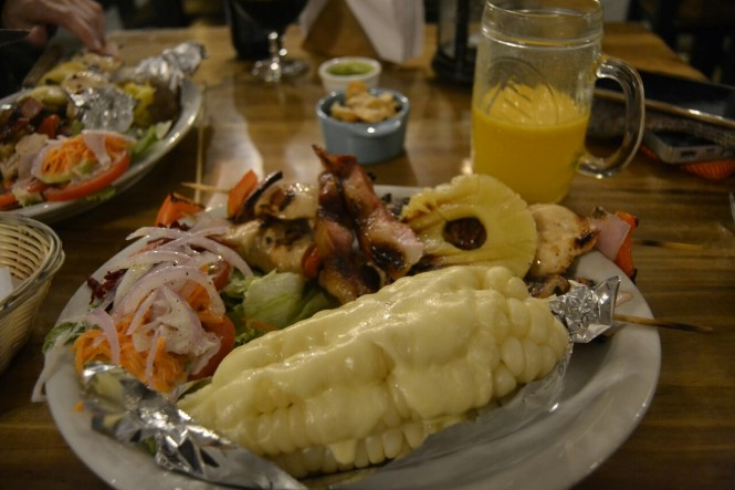 2019-09-peru-gastronomia-huanchaco-the-lighthouse-brocheta-tropical