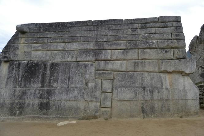 2019-09-peru-machu-picchu-llaqta-12-plaza-sagrada-templo-principal.jpeg