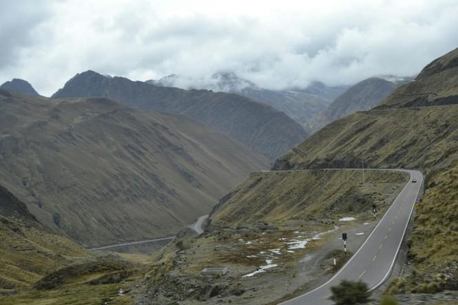 2019-09-peru-machu-picchu-ruta-hidroelectrica-01-carretera.jpeg