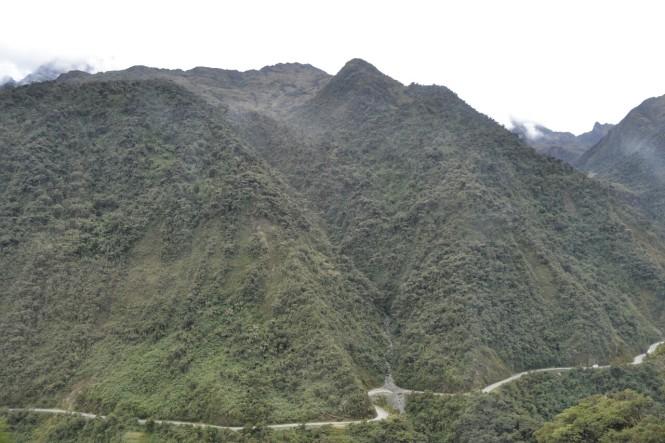 2019-09-peru-machu-picchu-ruta-hidroelectrica-03-carretera.jpeg