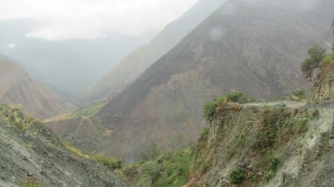 2019-09-peru-machu-picchu-ruta-hidroelectrica-04-carretera.jpeg