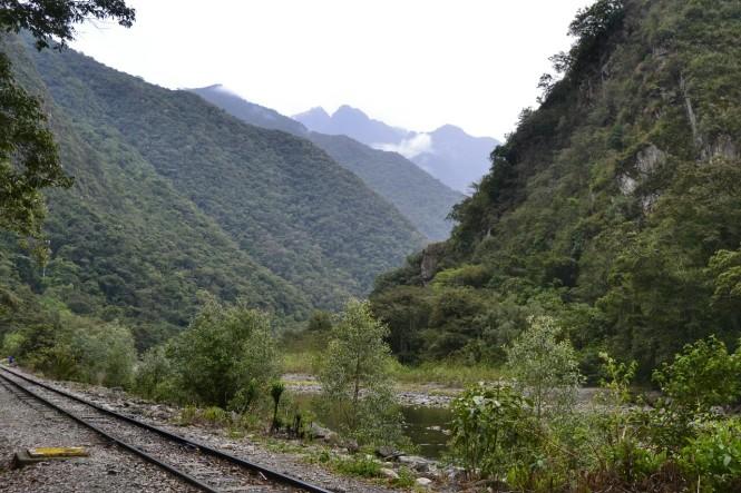 2019-09-peru-machu-picchu-ruta-hidroelectrica-08-camino.jpeg