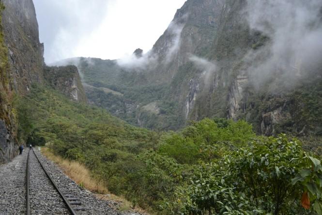 2019-09-peru-machu-picchu-ruta-hidroelectrica-09-camino