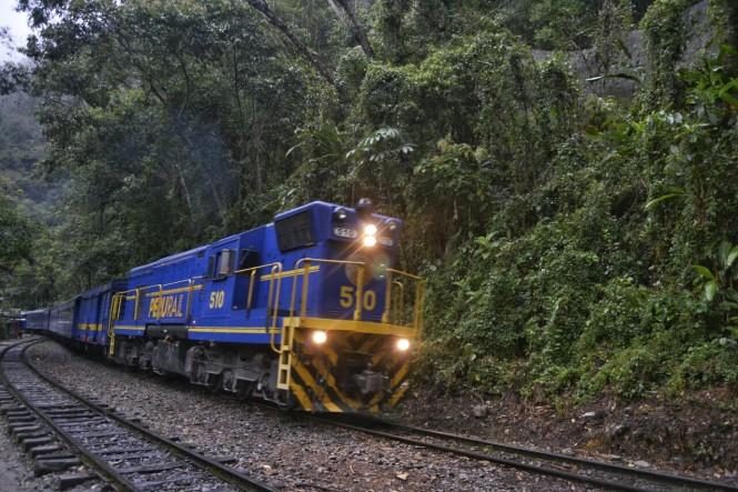 2019-09-peru-machu-picchu-ruta-hidroelectrica-10-camino.jpeg