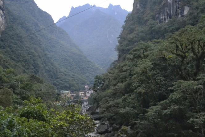 2019-09-peru-machu-picchu-ruta-hidroelectrica-11-aguas-calientes.jpeg