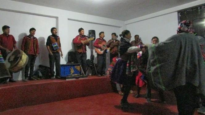2019-09-peru-titicaca-isla-amantani-15-fiesta.jpeg