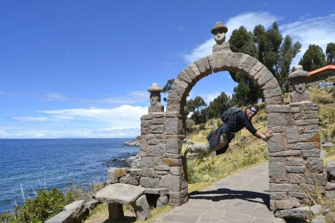 2019-09-peru-titicaca-isla-taquile-15-bajando-al-puerto