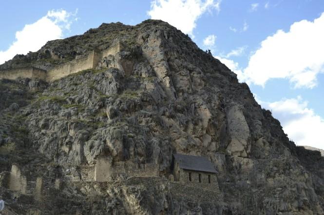 2019-09-peru-valle-sagrado-ollantaytambo-06-zona-militar-vista-qolqas.jpeg