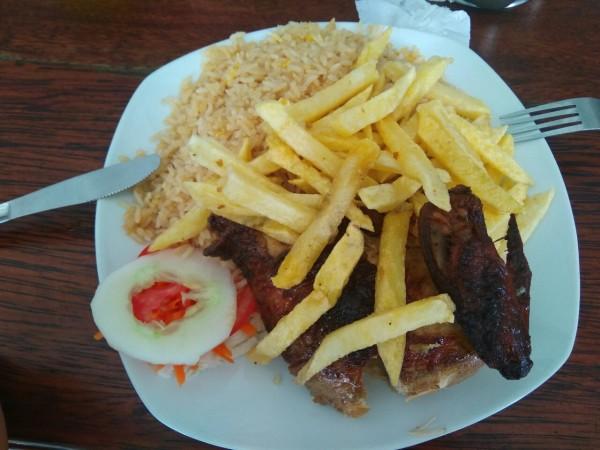 2019-09-peru-gastronomia-iquitos-pollo-arroz-chifa
