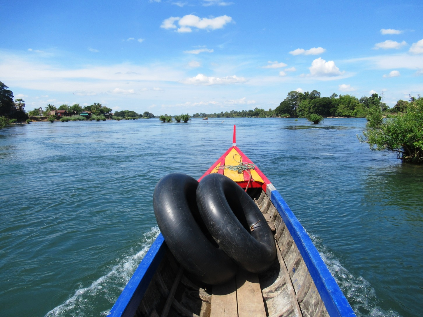 2019-12-laos-si-phan-don-don-det-03-tubing-en-barca-al-norte