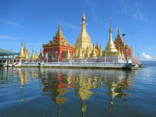 2019-10-myanmar-indawgyi-shwe-myitzu-pagoda-kayak-07