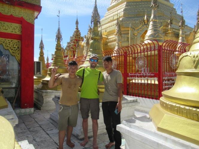 2019-10-myanmar-indawgyi-shwe-myitzu-pagoda-kayak-18