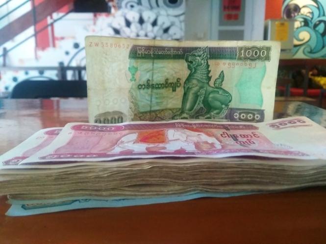 2019-10-myanmar-mandalay-dinero-2
