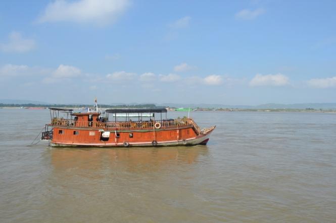 2019-10-myanmar-Mingun-barco-2