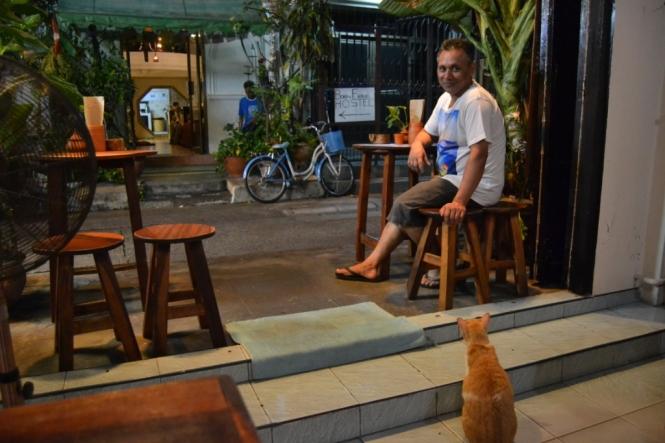 2019-10-tailandia-bangkok-banglamphu-born-free-cafe-1
