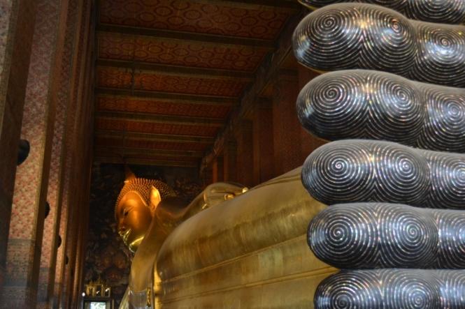 2019-10-tailandia-bangkok-wat-pho-dia-05-buda-reclinado